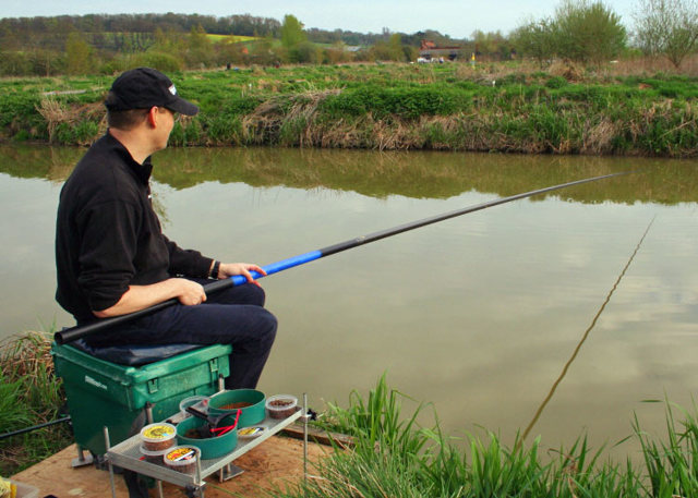 Ловля сома на лягушку с берега и с лодки - видео-урок