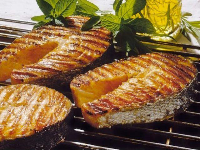 Как замариновать рыбу для жарки на мангале: вкусные рецепты