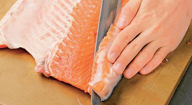 Как правильно разделать лосося: процесс разделки, хитрости, полезные свойства