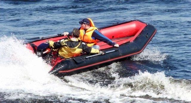 Резиновые лодки под мотор: с надувным и жестким дном, советы по выбору