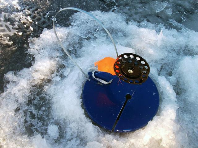 Зимняя ловля щуки на флажки, техника и тактика ловли, снасти