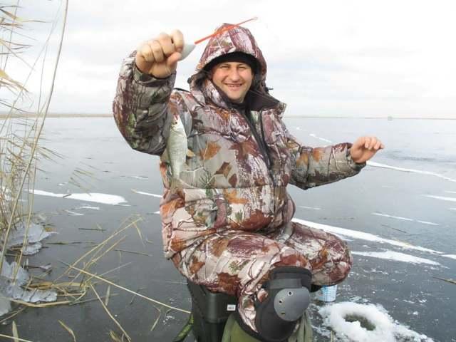 Рыбалка по первому льду, проведение рыбалки в перволедье