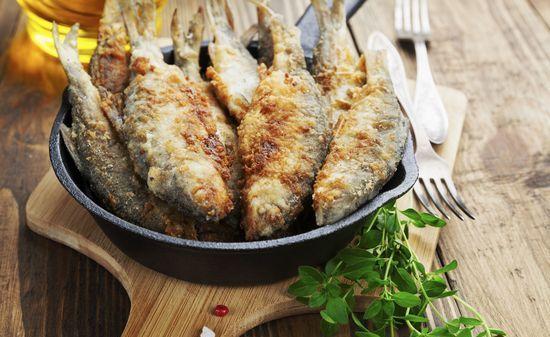 Как пожарить речную рыбу на сковороде: вкусные рецепты, сколько времени
