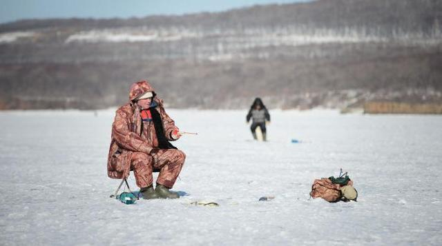 Аксессуары для зимней рыбалки: список снастей и вещей